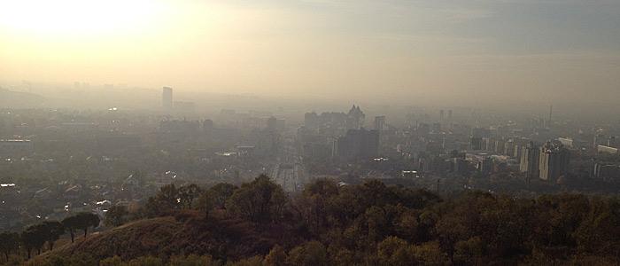 Eine Sehenswürdigkeit in Almaty, die man nicht suchen muss: der Smog. (Quelle: Ruti)