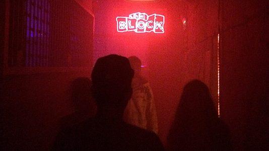 Die Atmosphäre am Eingang zum Club war schon Mal ganz gut. (Quelle: ruti)