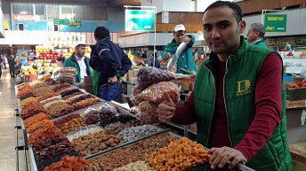 Der Nussverkäufer, der mich immer mit Namen rief auf dem Green Bazaar in Almaty (Quelle: ruti)