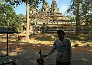 Das ist der nette Tuk-Tuk-Fahrer, der mich durch die Ruinen in Angkor gefahren hat. (Foto: ruti)