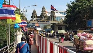 Das ist die Grenze zwischen Aranyaprathet in Thailand und Poipet in Kambodscha (Foto: ruti)