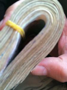 Ein Batzen Scheine: So sehen 100 Euro in Riel aus. (Foto: ruti)