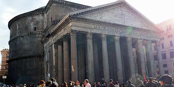 Der Pantheon - das ist das Gebäude mit dem Loch in der Decke. (Foto: ruti)