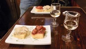 Weißwein mit Cicchetti (Quelle: ruti)