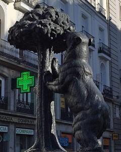 Der Bär, der am Erdbeerbaum nascht, ist ein Wahrzeichen Madrids. (Quelle: ruti)