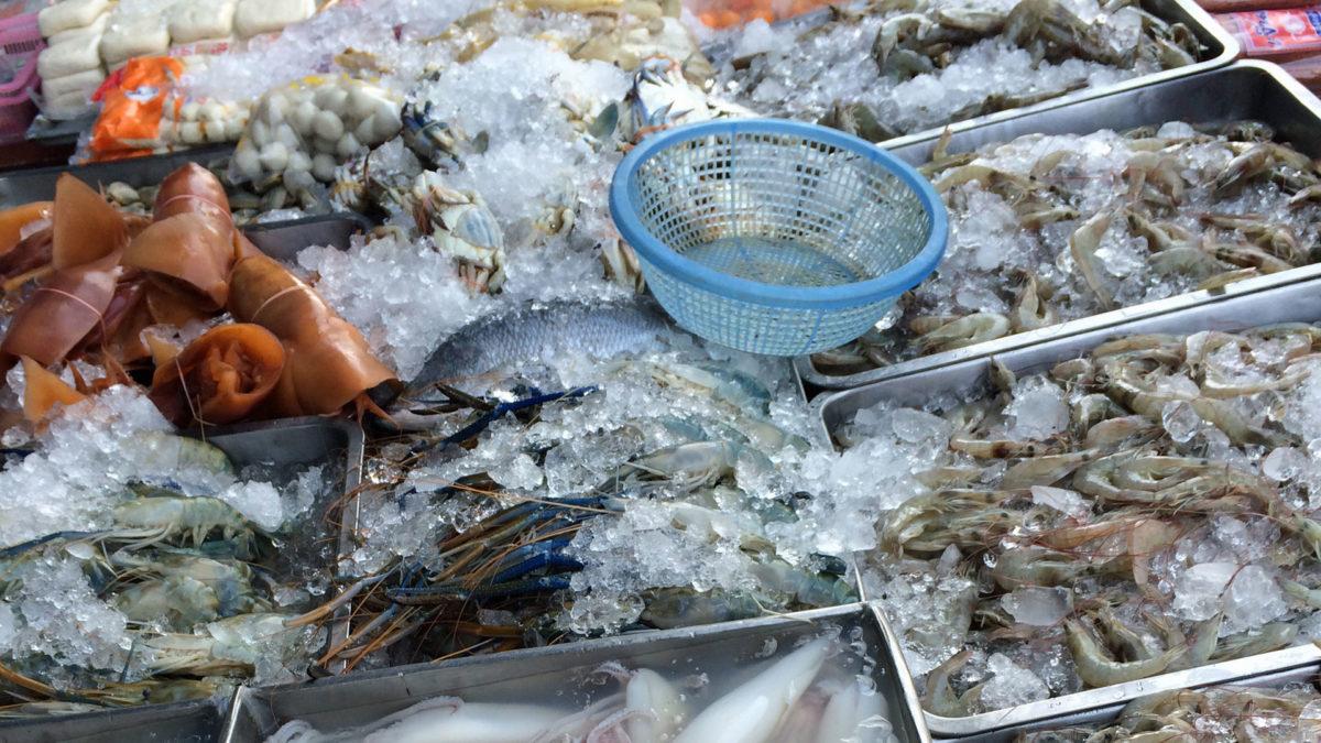 Frischer Fisch auf einem Markt in Sikhiu, Thailand (Quelle: ruti)