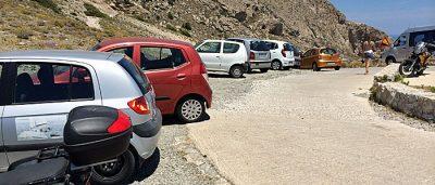 Der Parkplatz von Alt-Thera (Foto: ruti)