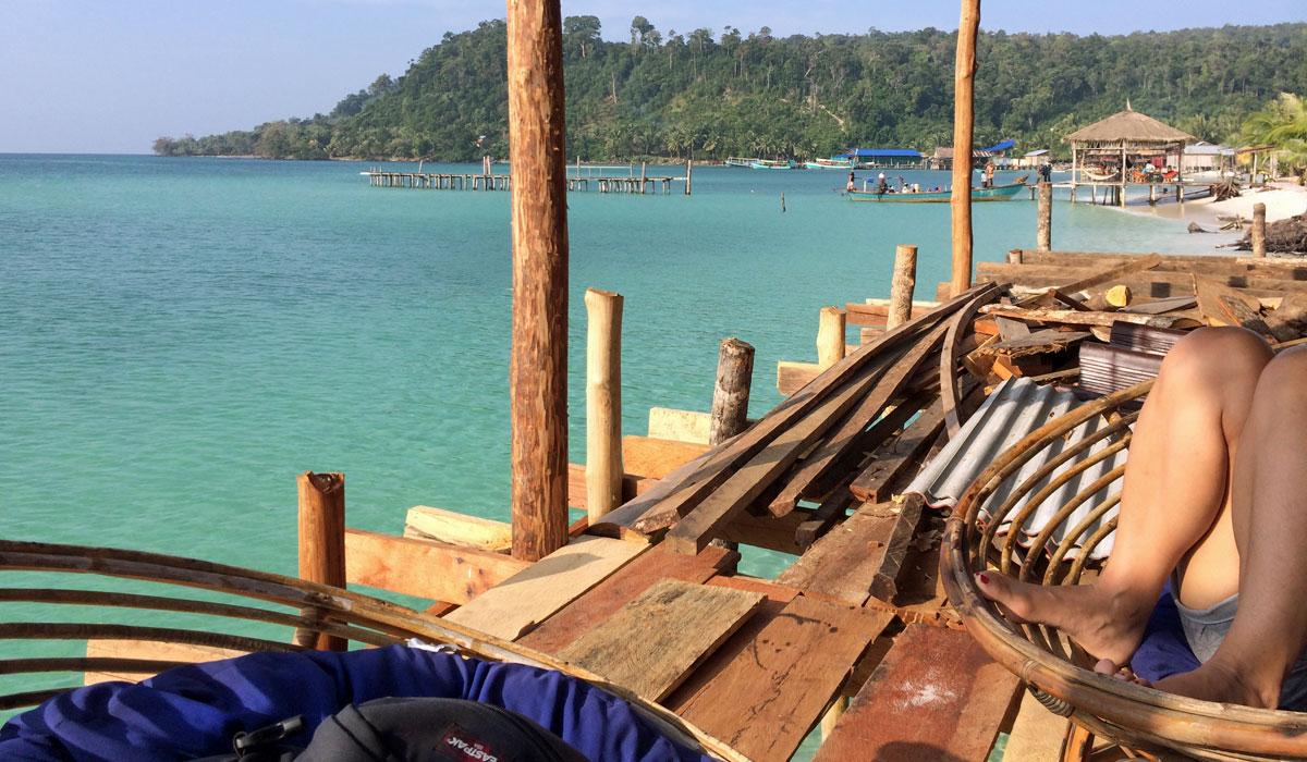 Blick von der Terasse meiner Bungalow-Anlage auf Koh Rong (Quelle: ruti)