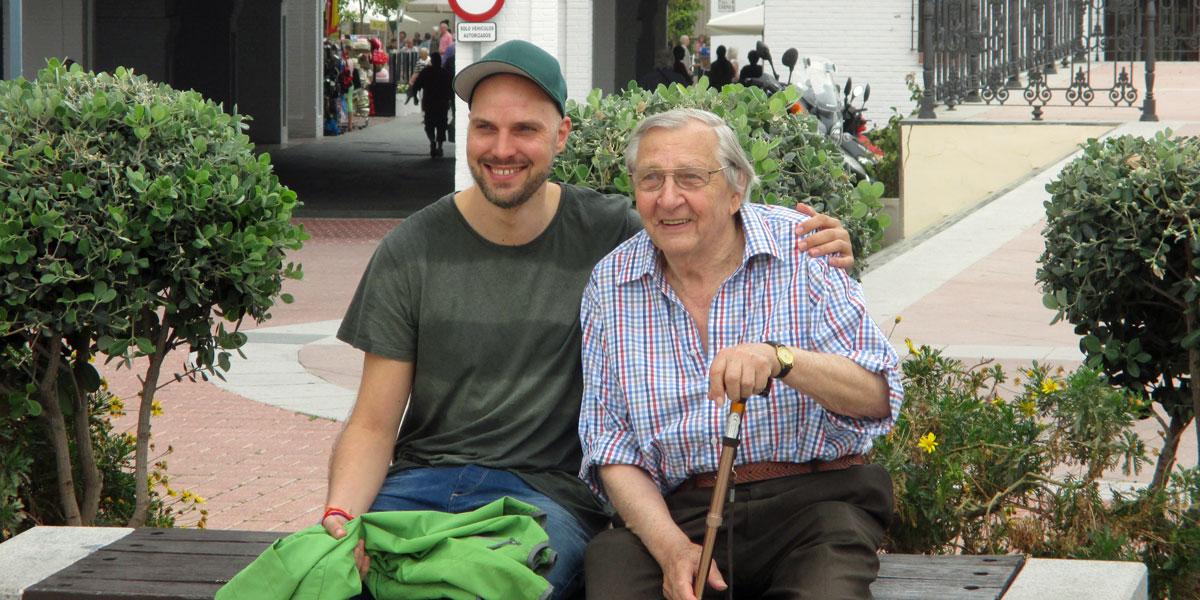 Ruti und sein Opa in Nerja. (Foto: ruti)