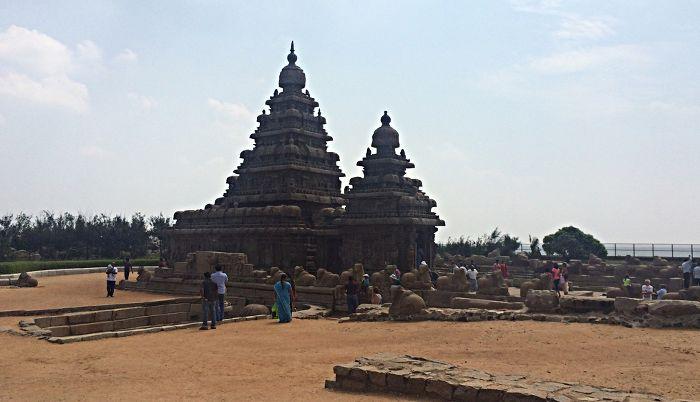 Der Küstentempel von Mamallapuram steht bereits seit zwölf Jahrhunderten und ist von Wind und Wetter weichgezeichnet. (Foto: ruti)