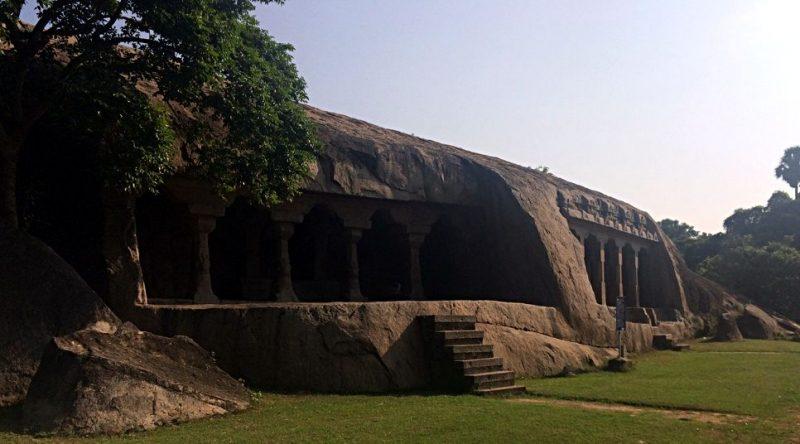 Hier kann man gut erkennen, wie der ursprüngliche Berg in Mamallapuram ausgehöhlt wurde. (Foto: ruti)