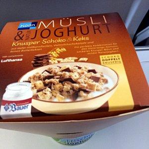 Anstatt Sandwich kann man bei Lufthansa manchmal auch Müsli und Joghurt wählen. (Foto: ruti)