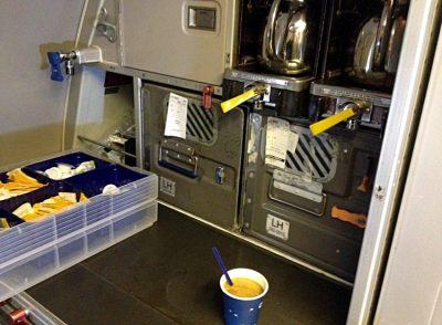 Kaffeemaschine im Flugzeug (Foto: ruti)