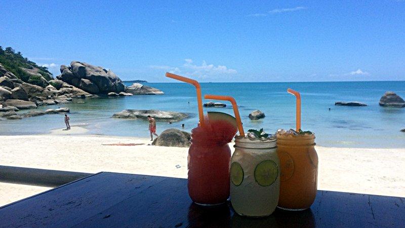 Eiskalte Drinks im Silver Beach Resort Cafe auf Koh Samui (Foto: ruti)