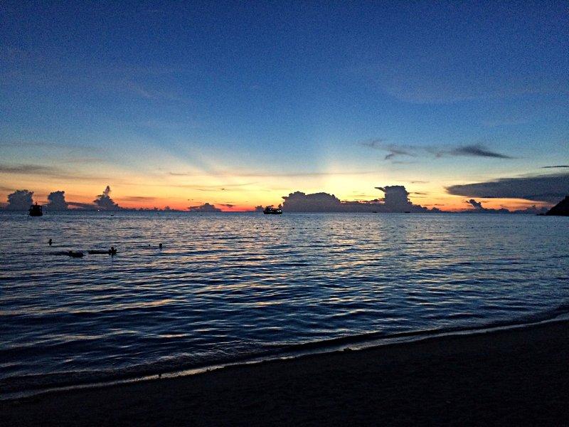 Einer der vielen schönen Sonnenuntergänge auf Koh Tao (Foto: ruti)
