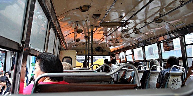Die alten klapprigen Busse in Bangkok sind eine Fahrt wert. (Foto: Ruti)