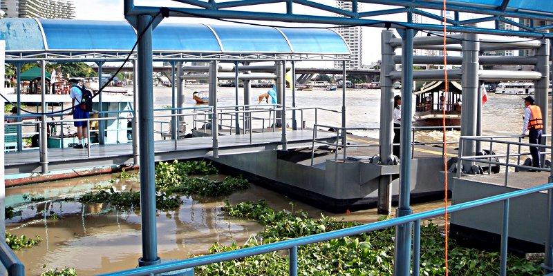 So sehen die Haltestellen für Fluss-Taxis in Bangkok aus. (Foto: Ruti)