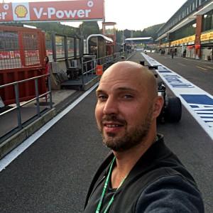 Ein Boxengassen-Selfie auf dem Circuit de Spa-Francorchamps (Foto: ruti)