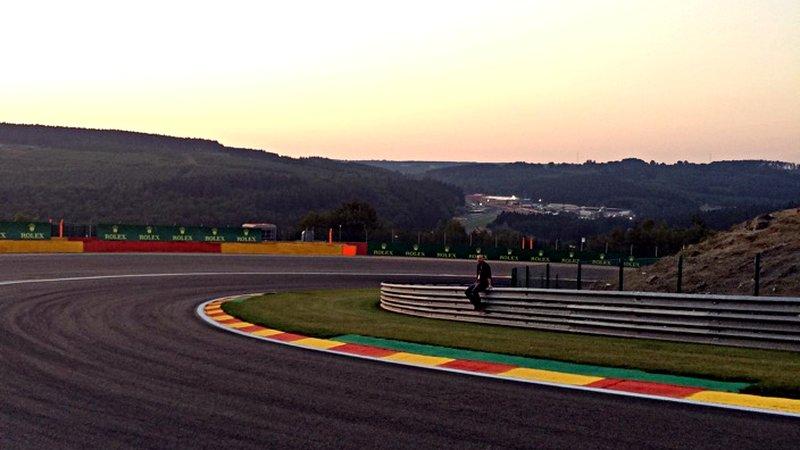 Auf einer Leitplanke einer Formel-1-Strecke wollte ich schon immer mal Platz nehmen. (Foto: ruti)