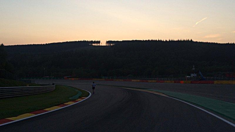 Sonnenuntergang über dem Circuit de Spa-Francorchamps (Foto: ruti)