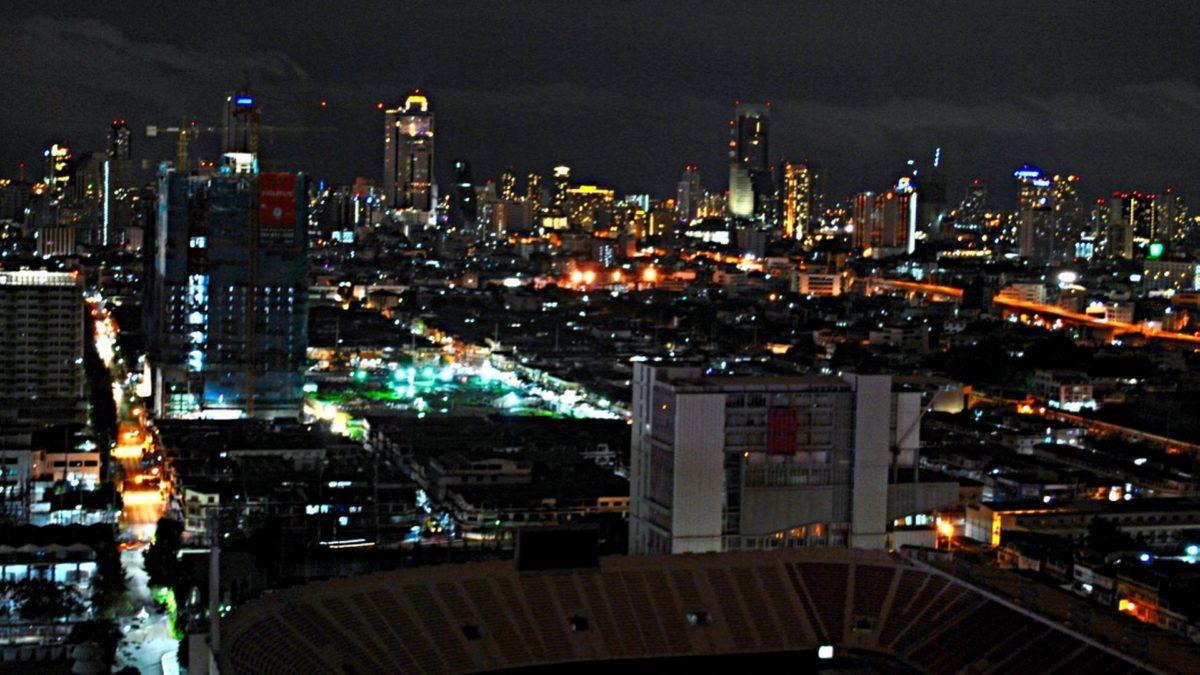 """Bangkok bei Nacht von der """"The Roof""""-Skybar aus gesehen (Foto: S.E.)"""