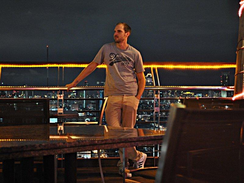 "Ruti in der ""The Roof""-Skybar in Bangkok (Foto: S.E.)"