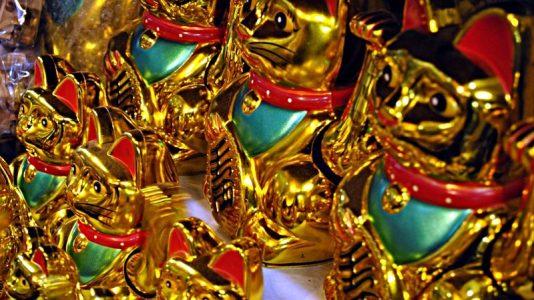 Winkekatzen in Bangkoks Chinatown. (Foto: S.E.)