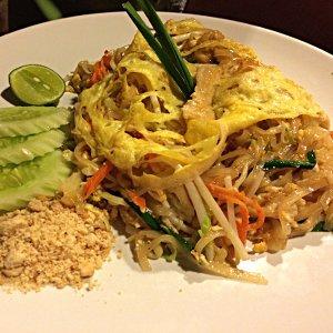 Pad Thai - ein typisches Backpacker-Gericht in Thailand (Foto: Ruti)