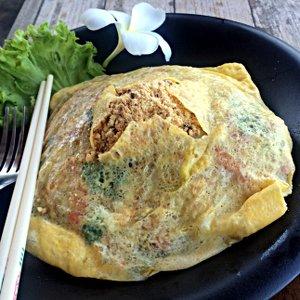 Pad Thai besonders schick eingehüllt in eine Hülle aus Ei (Foto: Ruti)
