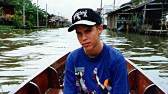 Ruti auf dem Weg zu einem schwimmenden Markt in Thailand Anfang der 1990er Jahre. (Foto: Ruti)