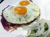 Im Deutschen Eck kann man in Bangkok einen ziemlich originalen Strammen Max essen. (Foto: Ruti)