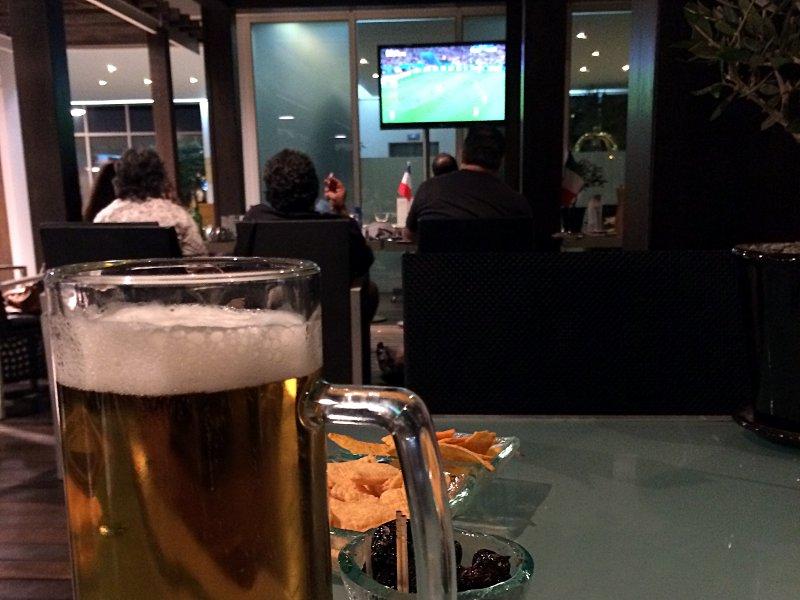 Das WM-Finale 2014 verfolgte ich in der Bar des Flughafen-Hotels in Athen. (Foto: Ruti)