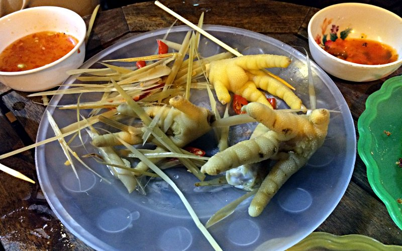 Beliebt in Südostasien: Hühnerfüße zum Abnagen (Foto: Ruti)