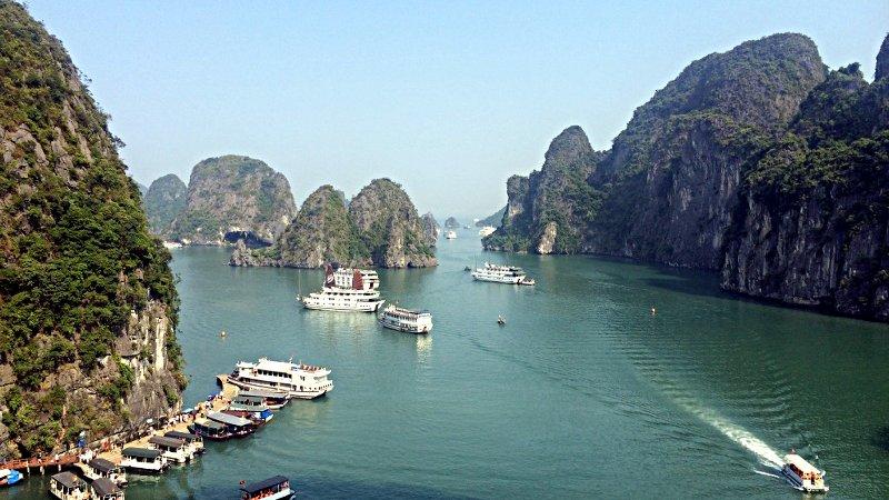 Die traumhaft schöne Ha Long Bucht im Norden Vietnams