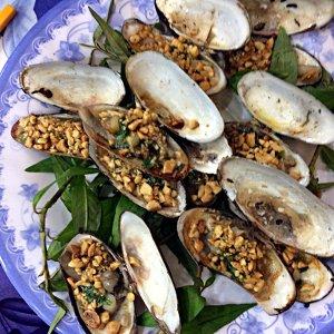 Das sind Miesmuschel-ähnliche Muscheln gebacken mit einer Erdnussfüllung. (Foto: Ruti)