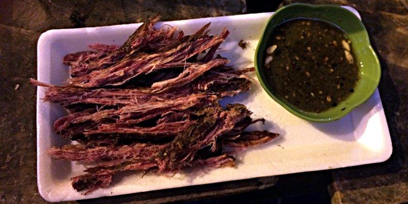 Ochsenfleisch mit scharfer Soße ist ein schöner Snack zum Bier in Vietnam. (Foto: Ruti)