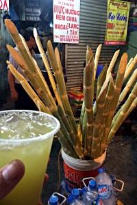 Süßlicher Saft gepresst aus Zuckerrohr (Foto: Ruti)