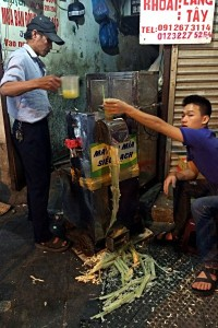 In dieser Maschine stellen sie in Vietnam Zuckerrohrsaft her. (Foto: Ruti)