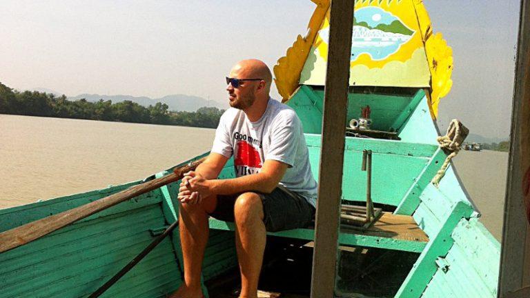 Mit einem Drachenboot auf dem Parfümfluss fahren, gehört zu den Touristenattraktionen in der vietnamesischen Stadt Hue. (Foto: Ruti)