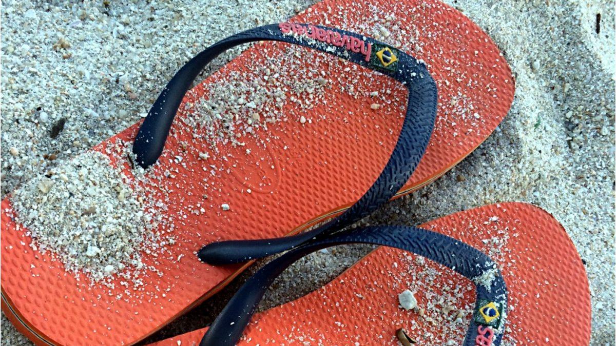 Flip Flops im thailändischen Sand (Foto: Ruti)