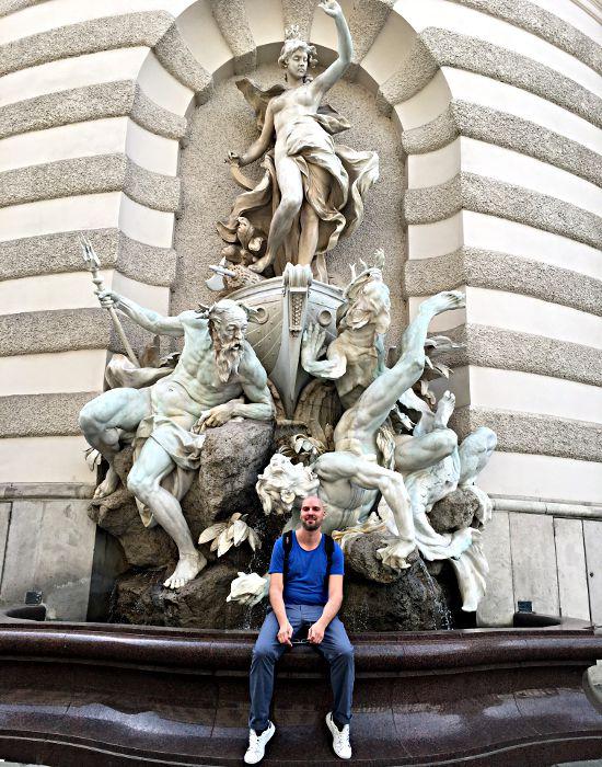"""Der Brunnen """"Macht zur See"""" am Michaeler Platz in Wien ist ein sehr beliebtes Fotomotiv. (Foto: Ruti)"""
