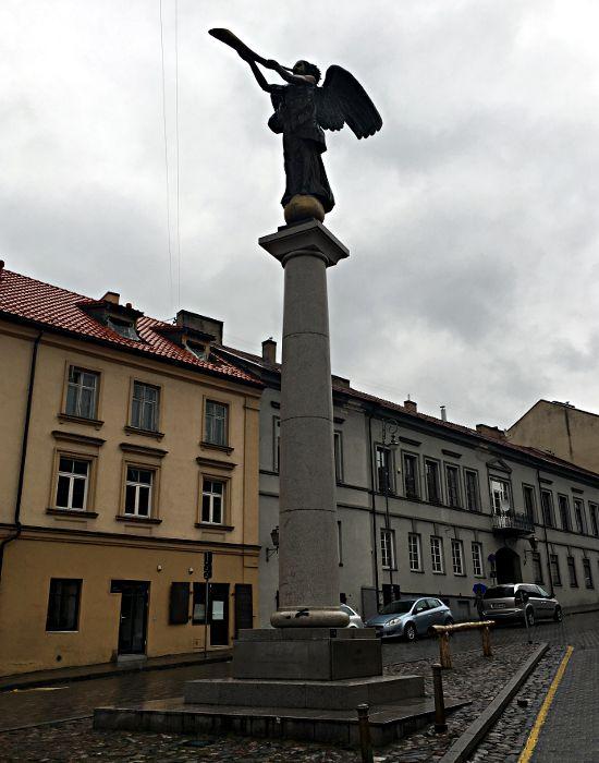 Die Engelsstatue auf dem Hauptplatz von Uzupis (Foto: Ruti)
