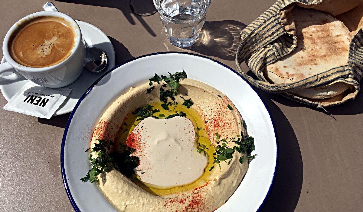 Frühstück in der Falafel-Gasse am Wiener Nachmarkt (Foto: Ruti)