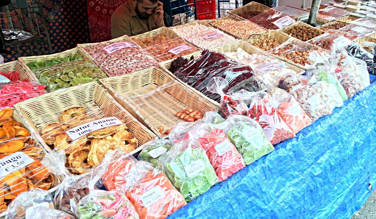 Nüsse aller Art auf dem Wiener Naschmarkt (Foto: Ruti)
