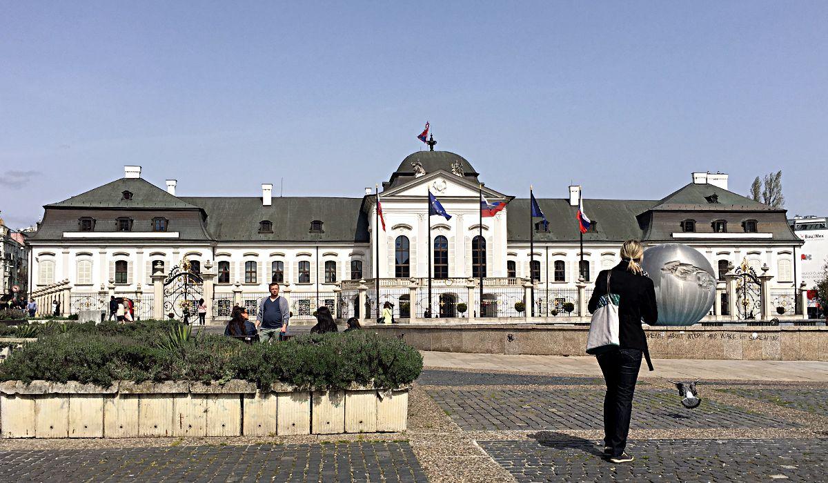 """Das """"Weiße Haus"""" Bratislavas - es handelt sich um den Präsidentenpalast. (Foto: Ruti)"""