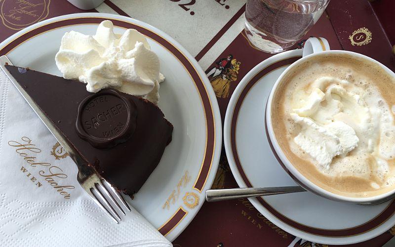 So sieht sie aus, die original Sacher Torte (Foto: Ruti)