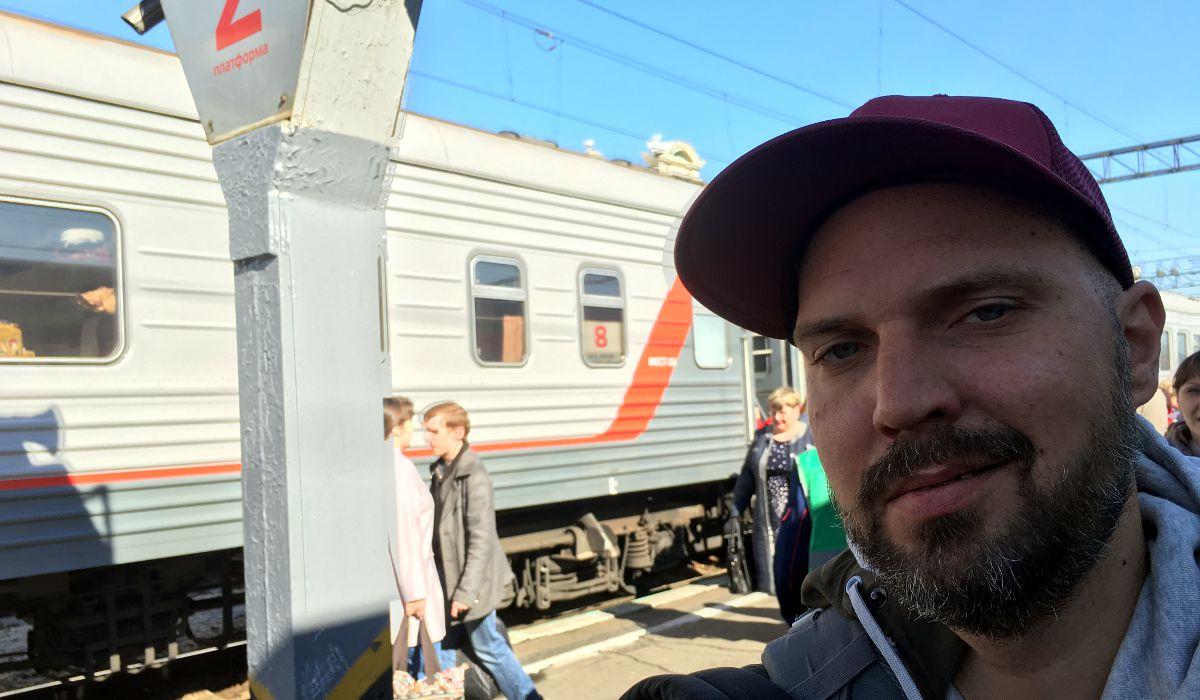 Fertig aber glücklich am Bahnhof in Irkutsk (Foto: Ruti)