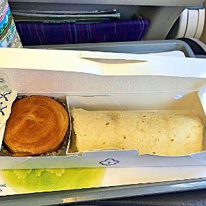 Auf dem Weg von Yangon, Myanmar nach Bangkok serviert Thai Airways einen Snack. (Foto: Ruti)