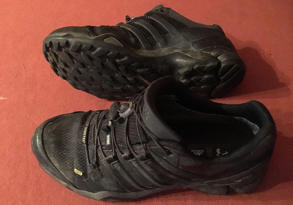 So sehen meine Adidas Terrex nach 8 Monaten Reise aus. Ich hatte sie fast jeden Tag an. Dafür sind sie noch echt gut in Schuss. (Foto: Ruti)