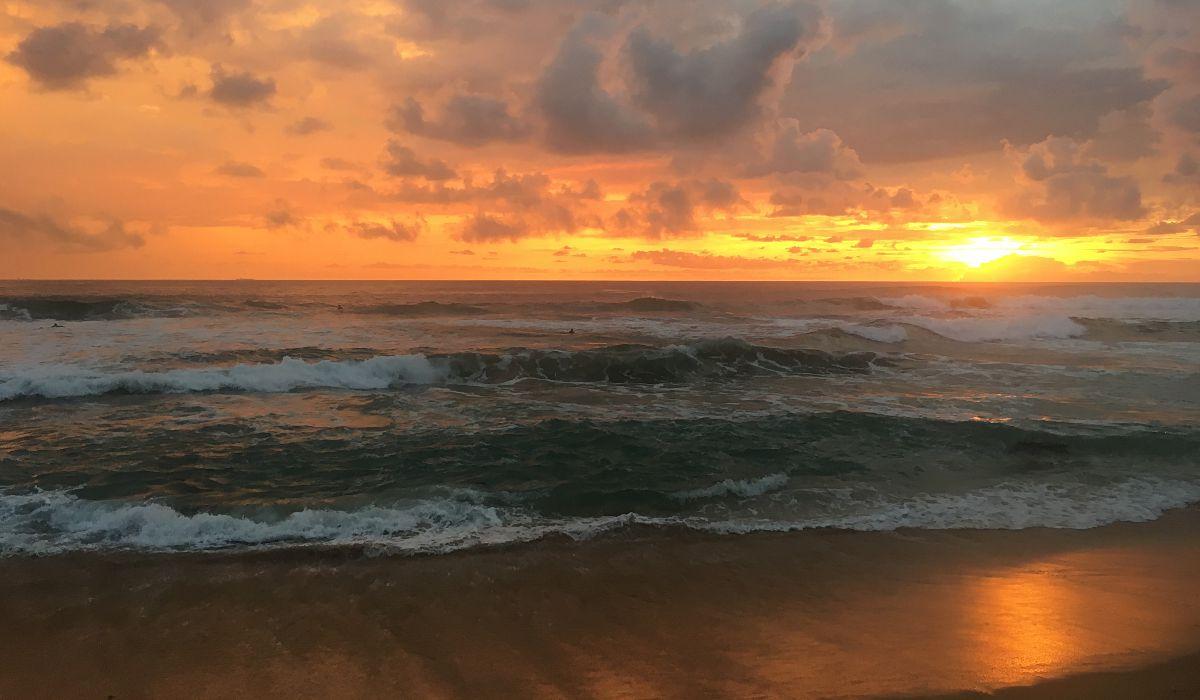 Sonnenuntergang am Strand von Hikkaduwa in Sri Lanka. (Foto: Ruti)